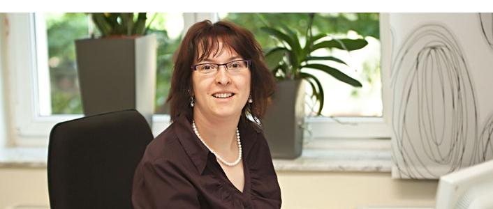 Juliane Larek: Ihre Ansprechpartnerin für die Lohnbuchhaltung